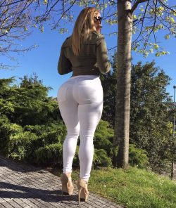 who has a fake booty repost victorialomba and short slouch boots